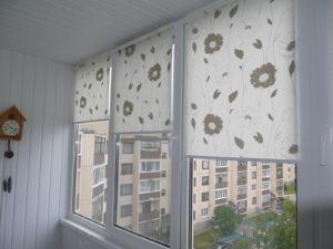 Установка рулонных штор на пластиковые окна в Санкт-Петербурге